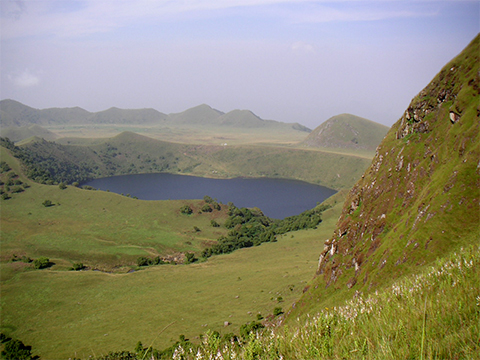 Manenguba crater lake